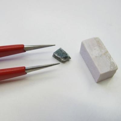 Pinzette ed altri utensili per mosaico