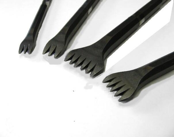 Gradina a mano in acciaio 3 denti larghezza 14 mm.
